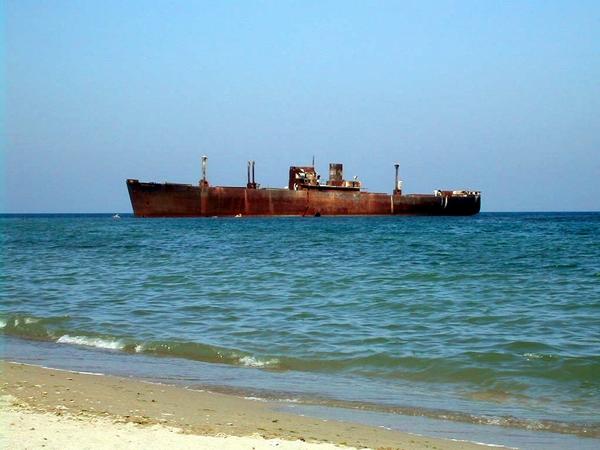 Epava-navei-Evangelia-de-la-Costinesti-vedere-stanga