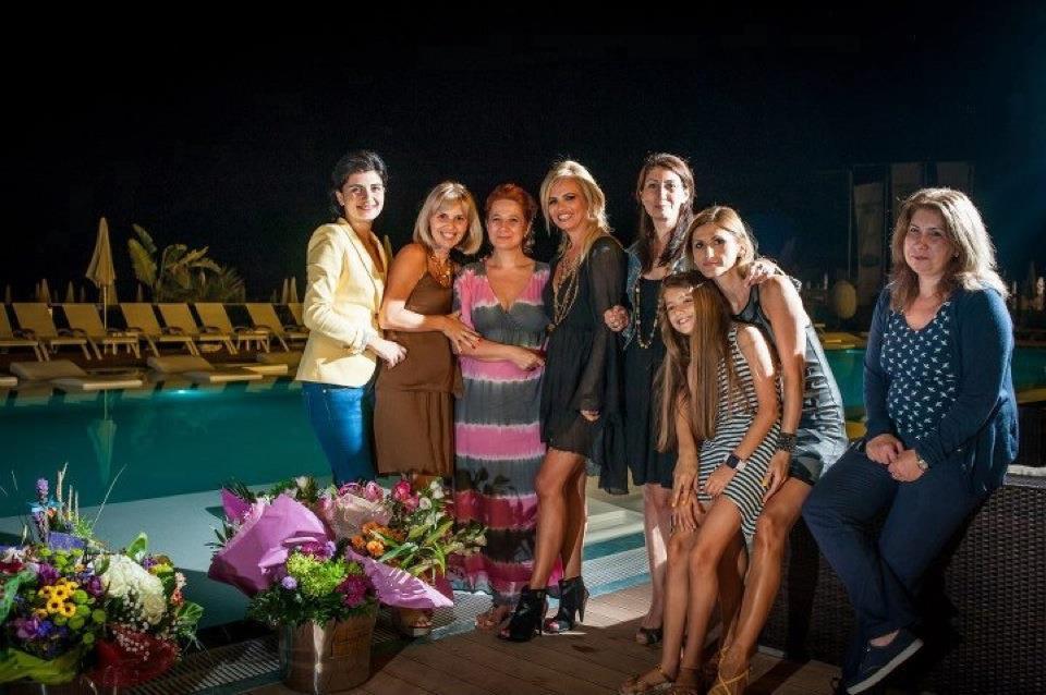 Aida si Cristiana de pe telefonul Aidei 30 oct 2012