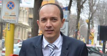 Conform Supervizor.ro, firma fanion a candidatului Boroianu, Gepeto, are sute de refuzuri la plată, pierderi de milioane și datorii imense la bugetul de stat