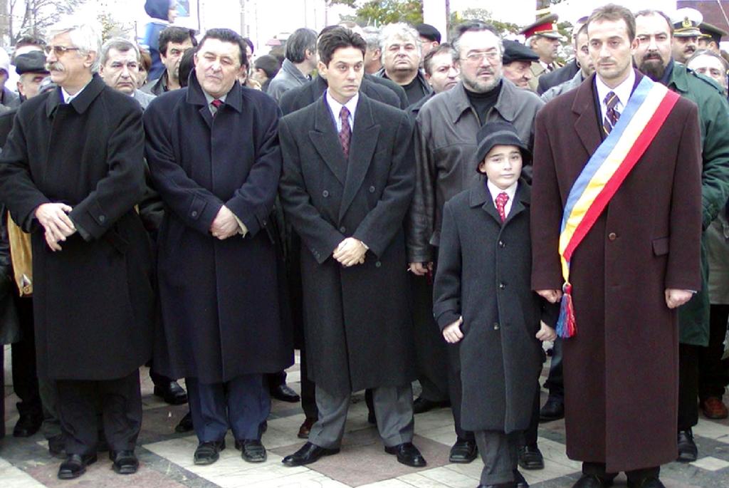 Ziua Nationala a Romaniei la Constanta, luni, 1 Decembrie 2003. In imagine Frații Radu si Alexandru Mazăre.