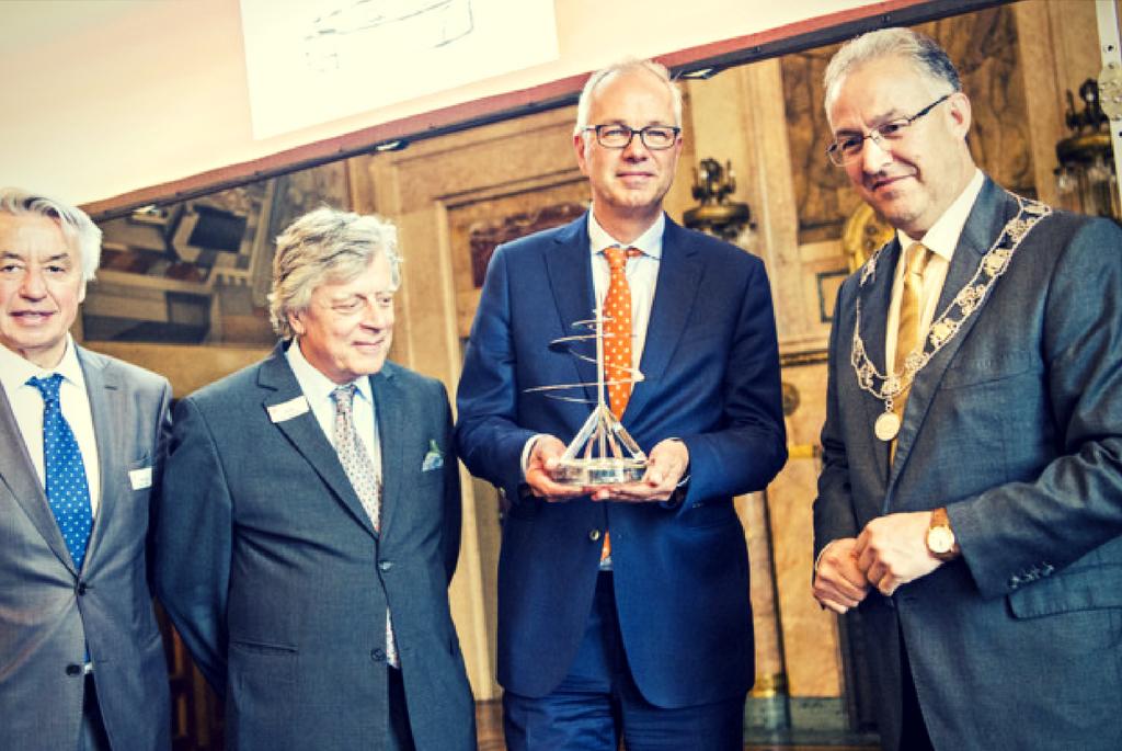 Pieter Van Oord in centrul imaginii