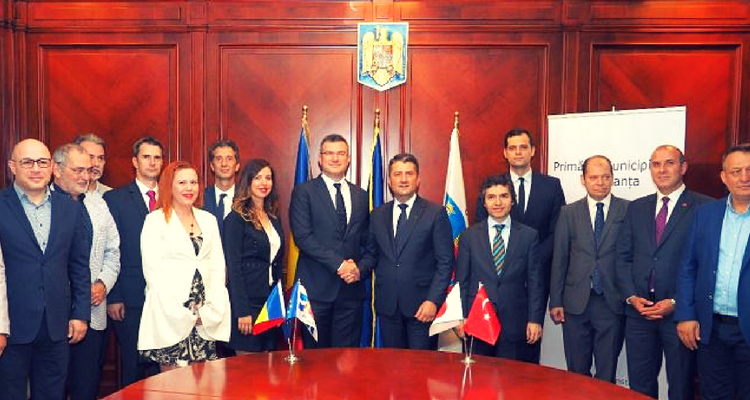 Primarul-DECEBAL-FĂGĂDĂU-alături-de-delegația-ISUZU-și-Ambasadorul-Turciei
